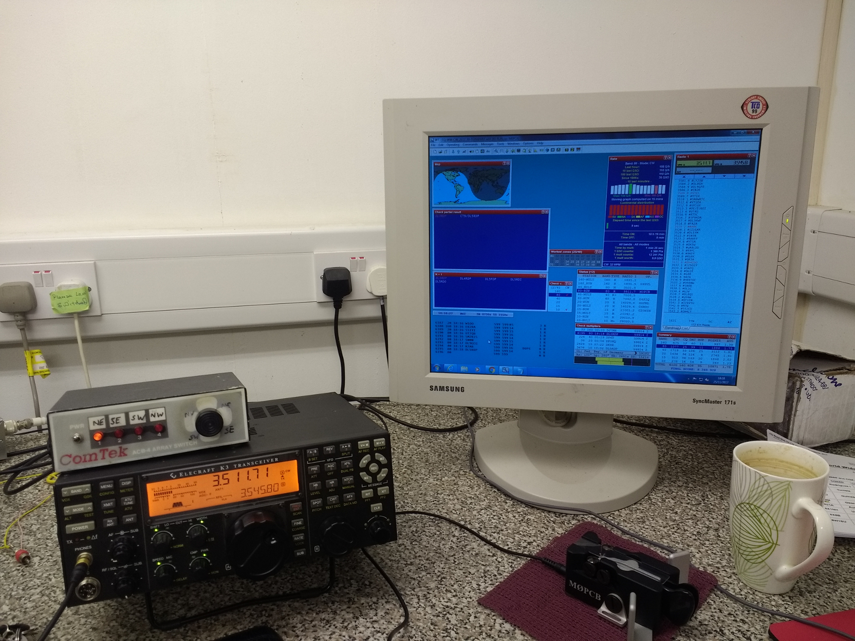 The operating position at M6T on 80M.